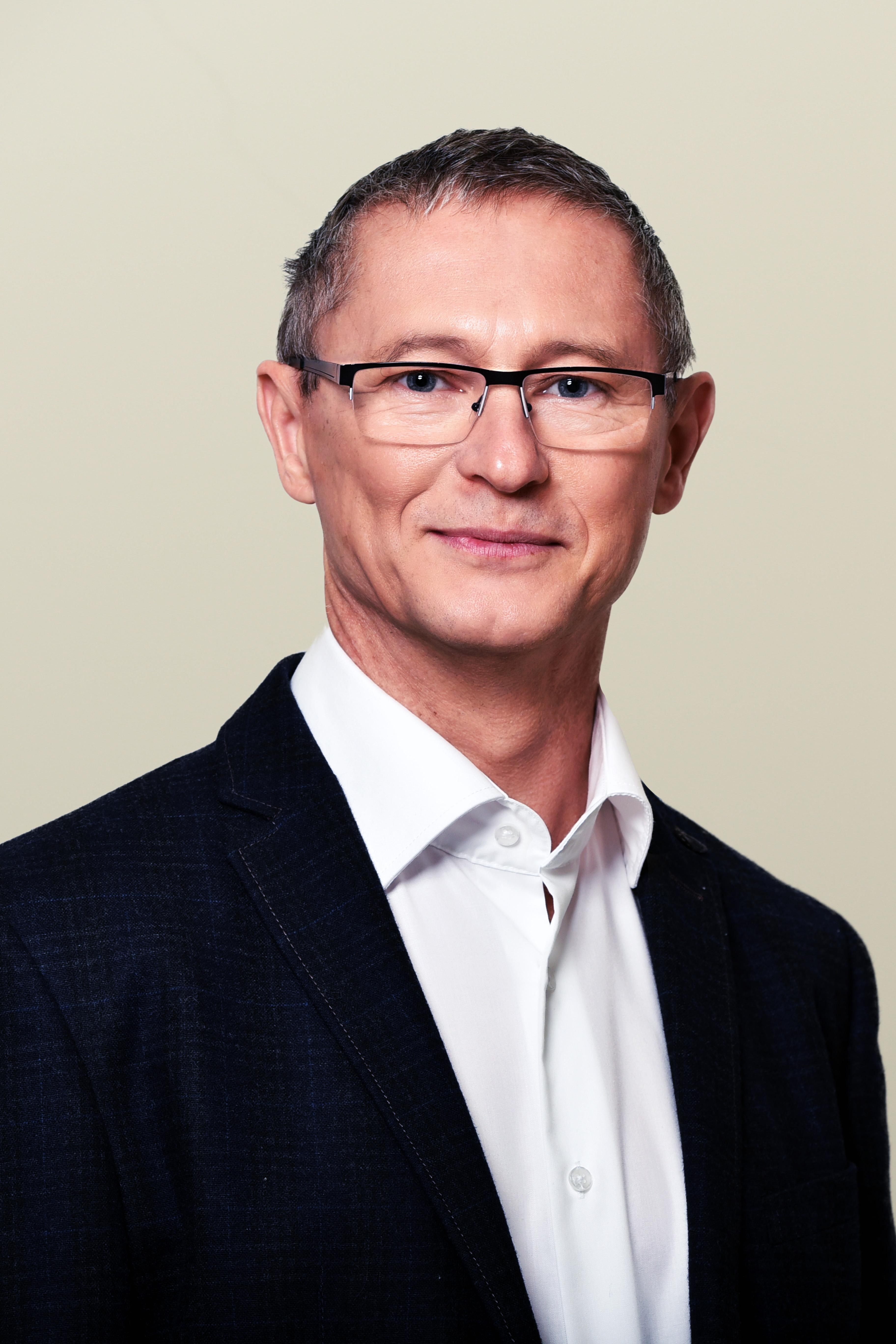 Dr.Novoth_Bela